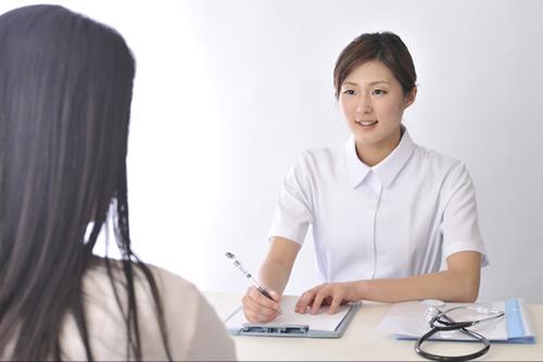 言語聴覚士になるには 言語聴覚士になるには、言語聴覚士国家試験を受験し合格する必要があります。