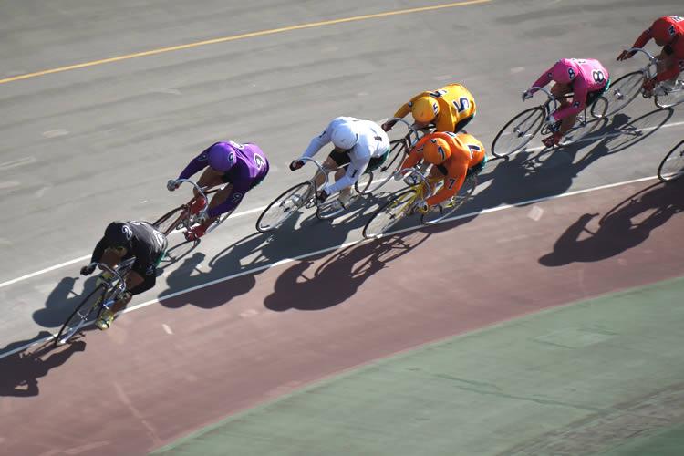 競輪選手とは、公営競技である競輪において自転車のレースを行い賞金を稼ぐ... 競輪選手になるには